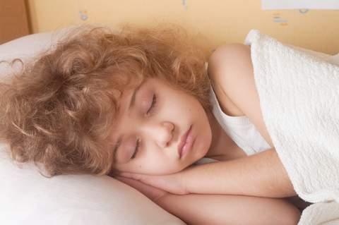ребенок бьется головой, яктация, лечение яктации